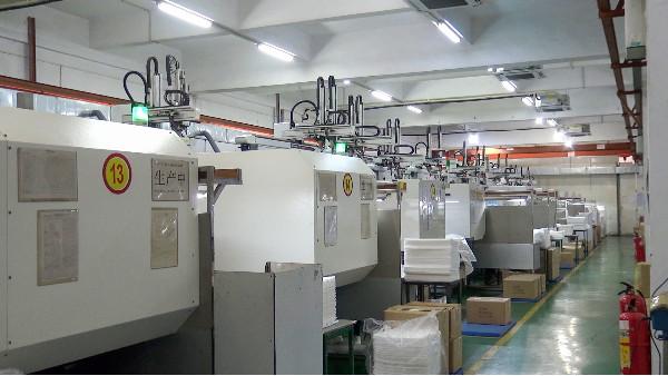 注塑机机械手在注塑行业应用
