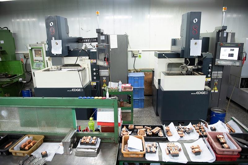 东莞市塑胶模具厂家机器设备