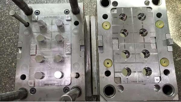 注塑模具制造厂是怎么在模具上刻字的?