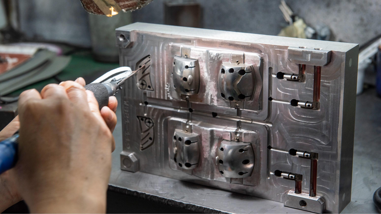 注塑模具开模一般是用什么模具钢比较好?