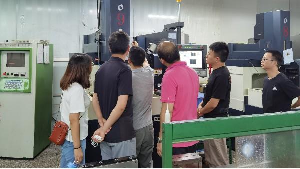 东莞医疗塑胶模具厂迎来千里之客